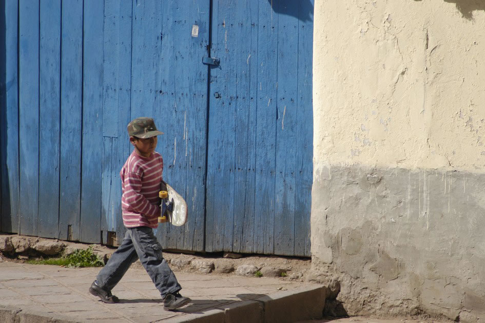 Child with a skateboard in Cuzco
