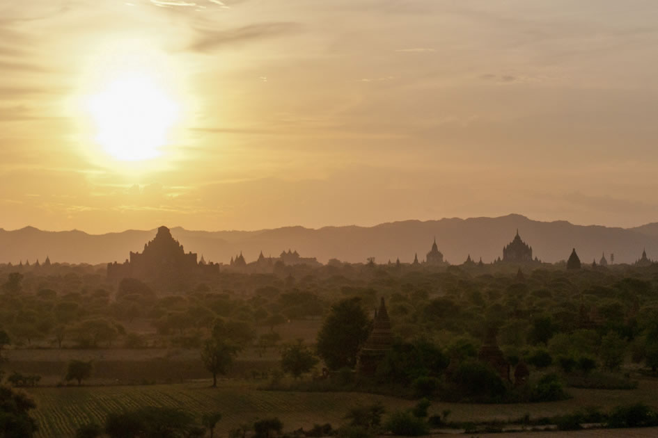 Sunset over the temples, Bagan